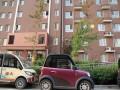 住户为方便给电动车充电 竟从高层私拉电线 (1)